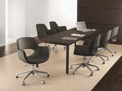tárgyalóazstla székkel